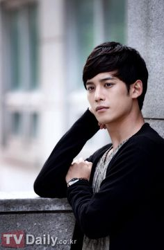 Park Ki-woong interview: 2012.9.23 Two-faced never looked so good » Dramabeans » Deconstructing korean dramas and kpop culture