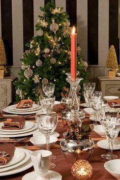 Foto della tavola di Natale arredata da Csaba Dalla Zorza