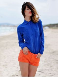 Hanneli Mustaparta blue blouse orange shorts dark hair with blode tops beach Bright Shorts, Coral Shorts, Denim Shorts, Color Blocking Outfits, Look Fashion, Fashion Outfits, Womens Fashion, Fashion Trends, Fashion Clothes
