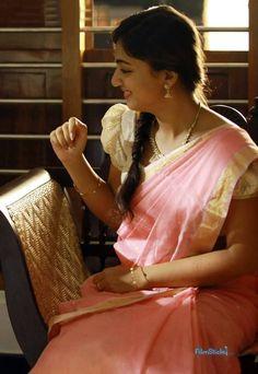 Nazriya Nazim in Saree Indian Film Actress, South Indian Actress, Indian Actresses, Nazriya Nazim, Marriage Dress, Senior Girl Poses, Elegant Saree, My Fair Lady, Half Saree