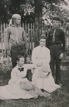 About eighteen years old Theodore Roosevelt (top left) with brother Elliott, sister Corinne and family friend Edith (who would later become his second wife). Theodore Roosevelt, Edith Roosevelt, Roosevelt Family, Franklin Roosevelt, American Presidents, Us Presidents, American History, William Howard Taft, Presidential History