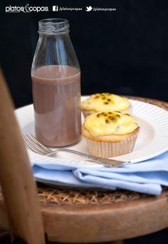 Revista PlatosyCopas // Cupcakes de chocolate blanco con frosting de maracuyá.