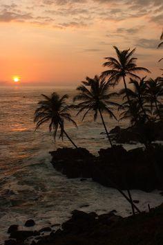 ✯ Mirissa Beach, Sri Lanka Viajar A Sri Lanka, Beautiful Sunrise, Beautiful Scenery, Beautiful World, Beautiful Pictures, Beautiful Places, Most Beautiful, Wonders Of The World, Sunrises