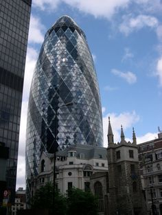 Sir Norman Foster Buildings #Foster #Norman Pinned by www.modlar.com Innovative Architecture, Foster Partners, Norman Foster, Civil Engineering, The Fosters, Louvre, Tower, England, London