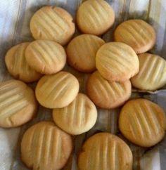 Pikkuleivät Croissants, Sweet Recipes, Almond, Diet, Cookies, Desserts, Food Styling, Crafts, Wafer Cookies