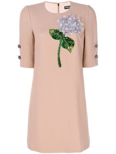 ¡Consigue este tipo de vestido informal de Dolce & Gabbana ahora! Haz clic para ver los detalles. Envíos gratis a toda España. Dolce & Gabbana - Hydrangea Dress - Women - Silk/Spandex/Elastane/Acetate/Viscose - 46: Antique rose silk blend Hydrangea dress from Dolce & Gabbana featuring a round neck, short sleeves, decorative buttons, a back zip fastening, floral appliqués, beaded embroidery, a shift silhouette and a short length. Size: 46. Color: Pink/purple. Gender: Female. Material: Silk...