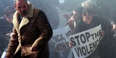 Wer die Zustände im Kosovo aus eigener Anschauung kannte, musste den Krieg gutheißen. Denn unter Milosevic entstand ein Apartheidsystem - mitten in Europa. We Are Strong, Take Action, Material, Europe, War