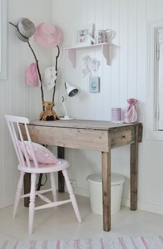 little girls office space- so sweet