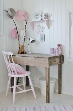 little girls office space- so sweet