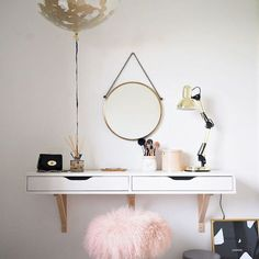 Shoppers transforming IKEA drawers into dressing table of dreams - Home Office Furniture Dressing Table Hacks, Small Dressing Table, Ikea Dressing Room, Dressing Table Shelves, Dressing Table Decor, Bedroom Dressing Table, Casual Dressing, Scandinavian Dressing Tables, Ikea Drawers