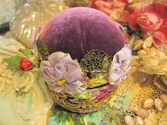 I like the velvet used in this pincushion.