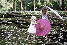 sibling love, parasol props, beautiful parks, family & lifestyle photography, Sydney Northern Beaches portrait & lifestyle photographer