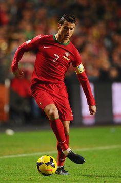 Cristiano Ronaldo Photos - Cristiano Ronaldo of Portugal in action during the FIFA 2014 World Cup Qualifier Play-off First Leg between Portugal and Sweden at Estadio da Luz on November 2013 in Lisbon, Portugal. - Portugal v Sweden Football Players Names, Good Soccer Players, Football Soccer, Cr7 Portugal, Portugal Soccer, Lisbon Portugal, Cristiano Ronaldo Portugal, Cristiano Ronaldo Juventus, Portugal National Football Team