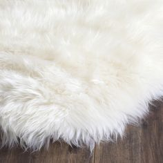 Safavieh's ultra-plush Sheepskin rugs offer exceptional decorator quality and high-end style. Warm and durable, this rug brings soft comfort to hardwood floors and tiles. Bring an ambiance of coziness