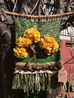 Weaving Wall Hanging, Weaving Art, Tapestry Weaving, Loom Weaving, Weaving Designs, Weaving Projects, Weaving Patterns, Art N Craft, Fabric Art