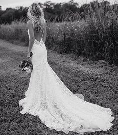 Het is niet dat ik nu al de ambitie heb maar ik zag deze jurk op @pinterest bij @madewithlovebridal  en dacht wauw!!! Wat een plaatje  Dit moet ik delen! - #droomjurk #droom #dromen #dreams #wedding #weddingdress #weddingdresses #beauty #lace #white
