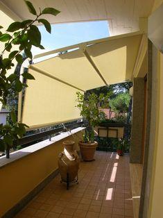 aménagement balcon avec un auvent rétractable pour une protection du soleil