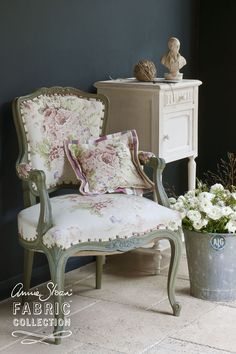 Faded Roses is a beautiful floral fabric in the Annie Sloan Fabric Collection. With a pattern containing subtle greens and pinks, this fabric looks perfect with a ticking like Gigi and Chalk Paint® colours like Old White and Olive. Can be used for cushions, curtaining and light upholstery. Also available in blue.