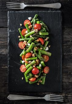 Tasty veggies on the side Wine Recipes, Salad Recipes, Vegetarian Recipes, Healthy Recipes, Happy Foods, Perfect Food, Healthy Cooking, I Foods, Food Inspiration