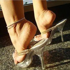 @kwiuicalcados #feetporn #feetfetish #shoesporn #highheels #feetjob #sexyfeet #feetporn #sexywoma #shoes #solesfetish #highheelshoes #shoesjob #passionfeet #shoeslove18