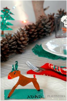 Easy Holiday crafts for kids that will look adorable on your Christmas Dinner table. Be original this year! Christmas Activities For Families, Christmas Games For Kids, Holiday Crafts For Kids, Craft Activities For Kids, Christmas Crafts For Kids, Homemade Christmas, Christmas Ideas, Table Name Cards, Homemade Ornaments