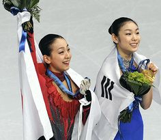 バンクーバー五輪で銀メダルを獲得。金メダルのキム・ヨナ(右)とともに笑顔を見せる(2010年2月) (500×435) http://www.yomiuri.co.jp/fukayomi/ichiran/20160422-OYT8T50002.html