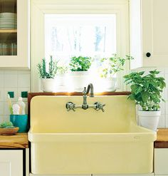 Butter yellow sink <3