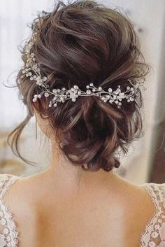 I know Its too much confusing to choose the best bridesmaid hairstyles. here I have tried to show 19 wedding hairstyles for you, find The best one for you. You will get here some super classic bridesmaid hairstyle. Wedding Hair And Makeup, Wedding Beauty, Bridal Hair, Hair Wedding, Wedding Nails, Bridal Makeup, Wedding Dress, Rustic Wedding Hairstyles, Bride Hairstyles