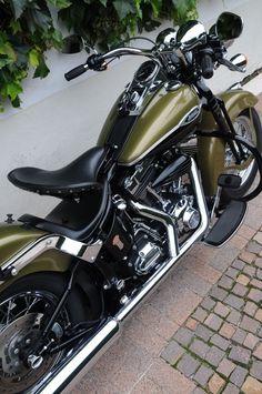 """Traumhafte"" Harley-Davidson FLSTSC Springer Classic 2007"