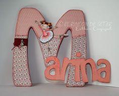Letra con nombre Letter Door Hangers, Door Letters, Wooden Letters, Monogram Letters, Wooden Projects, Mosaic Projects, Letter A Crafts, Letter Art, Baby Album