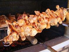 Ao contrário do que muitas pessoas pensam, não precisa ferver o frango antes de colocá-lo para assar. | 12 coisas que você precisa saber para ser um churrasqueiro de responsa