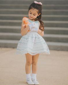 Clara 7 anos two Dolls❤😍 Cute Little Baby Girl, Cute Baby Girl Pictures, Cute Girl Pic, Beautiful Little Girls, Outfits Niños, Cute Girl Outfits, Little Girl Dresses, Kids Outfits, Cute Babies Photography