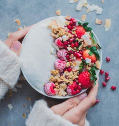 Celebrating Fri-YAY with a magical white smoothie bowl. Wishing all of you a magical start to the weekend! How To Make Smoothies, Good Smoothies, Vegan Smoothies, Fruit Smoothies, Love Food, A Food, Food And Drink, Aesthetic Food, Breakfast Bowls