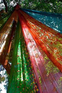 Sari Tree in India ~ by linaji. Boho ~ Bohemian ~ Gypsy style shade for the garden. Gypsy Caravan, Gypsy Wagon, Gypsy Trailer, Beltane, Gypsy Life, Gypsy Soul, Hippie Life, Bohemian Decor, Bohemian Style