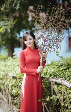 Ao Dai, Vietnamese Clothing, Vietnamese Dress, Vietnamese Traditional Dress, Traditional Dresses, Cute Girl Photo, Beauty Full Girl, Poker Online, Beautiful Asian Women