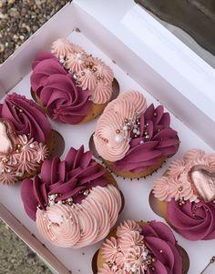 Pastel Cupcakes, Elegant Cupcakes, Buttercream Cupcakes, Cupcake Decorating Tips, Cake Decorating Techniques, Cookie Decorating, Summer Cupcake Recipes, Cupcake Cake Designs, Cupcakes Decorados