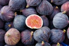 The fruit has a smooth skin and succulent flesh with small crunchy seeds. Read on further to know the health, hair and skin benefits of this tasty and succulent fruit. Fig Nutrition, Pasta Nutrition, Black Mission Fig, High Protein Fruit, Figs Benefits, Health Benefits, Valeur Nutritive, Fall Fruits, Health Tips