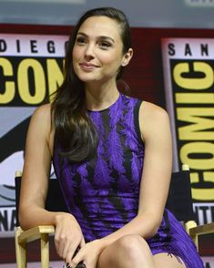 SAN DIEGO, CA - JULY Gal Gadot speaks onstage at the Warner Bros. 'Wonder Woman theatrical panel during Comic-Con International 2018 at San Diego Convention Center on July 2018 in San Diego, California. (Photo by Albert L. Gal Gadot Photos, Gal Gabot, Gal Gadot Wonder Woman, Celebrity Stars, Teen Pictures, Cute Woman, Hollywood Actresses, Gorgeous Women, Rpg