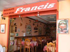Het is nog één van de weinige restaurants waar de baas zelf de klanten bedient. Men kan er terecht voor snacks of een dagmenu voor minder dan 8 euro.