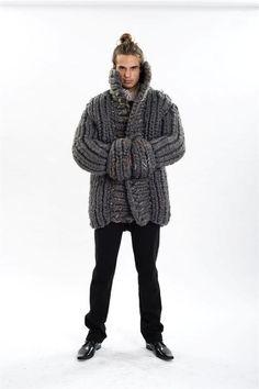 Le méga gilet tricoté pour homme - Project for other designers by Sivan Oren, via Behance