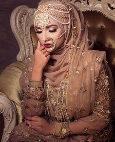 Asian Wedding Dress, Muslim Brides, Pakistani Wedding Dresses, Indian Muslim Bride, Modest Wedding, Muslim Couples, Muslim Women, Covet Fashion, Bridal Hijab Styles