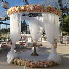 Superb spot for any bride's cake!