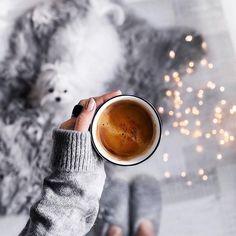 Winter Coffee, Coffee Cozy, Coffee Break, Coffee Time, Coffee Photography, Street Photography, Fashion Photography, Winter Photography, Instagram Look