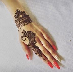 Mehndi design makes hand beautiful and fabulous. Here, you will see awesome and Simple Mehndi Designs For Hands. Henna Hand Designs, Eid Mehndi Designs, Mehndi Designs Finger, Simple Arabic Mehndi Designs, Mehndi Designs For Girls, Mehndi Designs For Beginners, Modern Mehndi Designs, Mehndi Design Photos, Mehndi Designs For Fingers