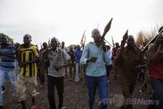 南スーダンのナシル(Nasir)での集会に参加する反政府の民兵組織「白い軍隊(White Army)」のメンバーら(2014年4月14日撮影)。(c)AFP/ZACHARIAS ABUBEKER ▼22Apr2014AFP 南スーダンに崩壊の危機、反乱軍との戦闘激化 http://www.afpbb.com/articles/-/3013204 #Nasir #White_Army #South_Sudan #Sudan_del_Sur #Soudan_du_Sud #Suedsudan