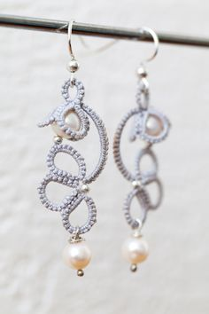 Modèle de CM Handmade : http://cmhandmade.blogspot.fr/2014/02/small-floral-earrings.html