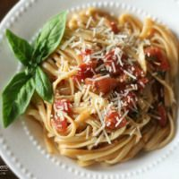 One Pot Wonder Tomato Basil Pasta: delicious pasta dish made with just one pot. One Pot Spaghetti, Spaghetti Meat Sauce, Pasta Recipes, Dinner Recipes, Cooking Recipes, Recipe Pasta, Pot Recipe, Healthy One Pot Meals, Healthy Eating