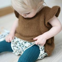 Emerald green and brown.Bloomers over tights. Pusetopp www.paelas.com