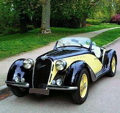 """specialcar: """" 1939 alfa romeo """" 1939 I WANT of those. Auto Retro, Retro Cars, Vintage Cars, Antique Cars, Vintage Signs, Classic Sports Cars, Classic Cars, Austin Martin, Retro Mode"""