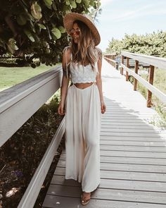 2011s aesthetic #2011s #aesthetic Look Hippie Chic, Looks Hippie, Estilo Hippie Chic, Bohemian Mode, Bohemian Style, Boho Fashion, Fashion Outfits, Fashion Tips, Winter Fashion